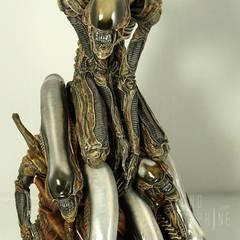 Alien Pile, sculptured by Takayuki Takeya, released by Fewture Models